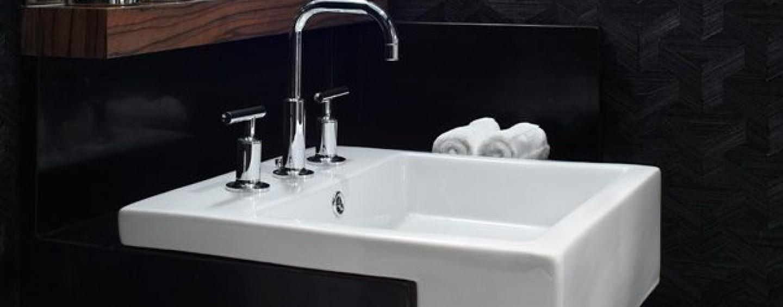 Remont łazienki. Jak dobrać idealną umywalkę i baterię?